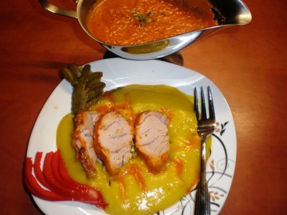 Friptura de porc la cuptor cu sos de ardei