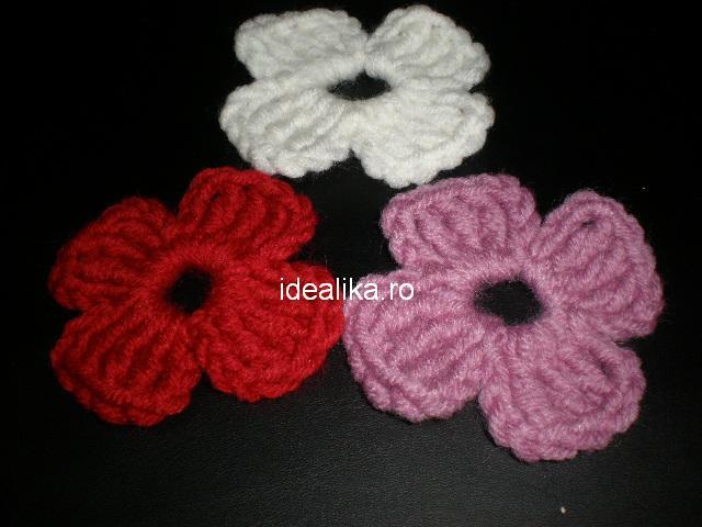 Crosetam flori simple cu patru petale