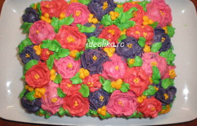 Tort decorat cu flori