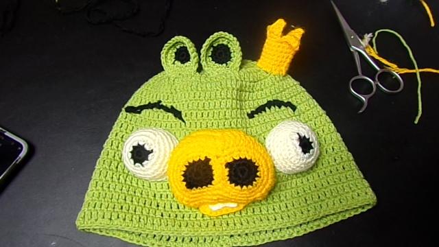 Caciula crosetata Regele porc de la Angry Birds