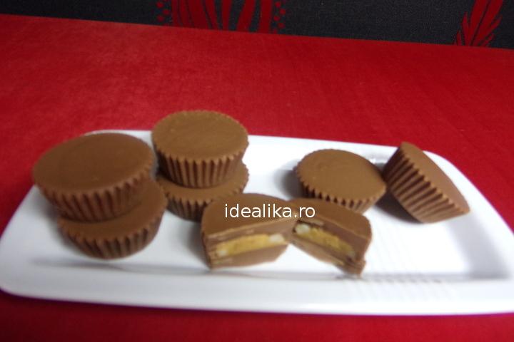 Bomboane de ciocolata cu unt de arahide