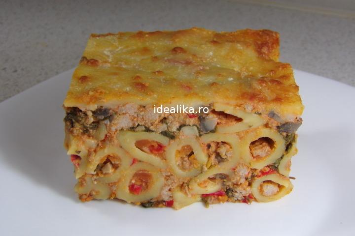 Paste cu carne la cuptor cu sos Tetrazzini – Reteta video