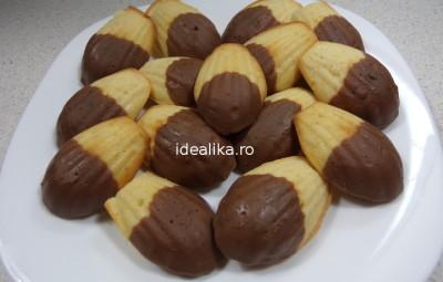 Madelene cu glazura de ciocolata