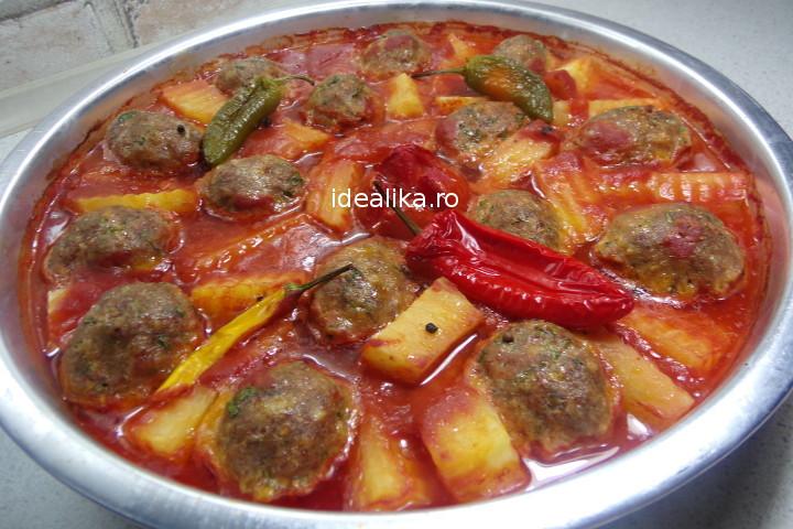 Chiftele cu sos si cartofi la cuptor – Reteta video