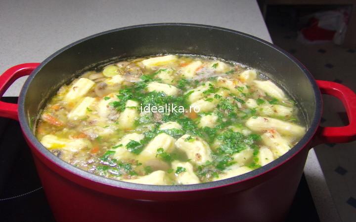 Supa de pasare cu galuste de cartofi