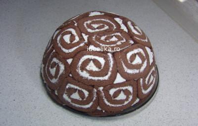 Tort cu rulada si crema de branza