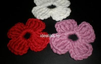 flori simple cu patru petale crosetate